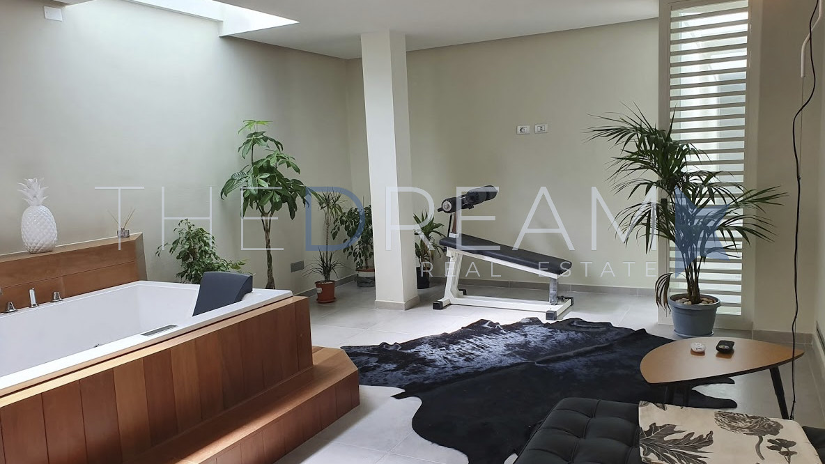 Villa Cube is a modern and newly built villa with swimming pool for rent in Forte dei Marmi, in a residential, green and quiet area. Property managed by The Dream, a real estate agency in Forte dei Marmi
