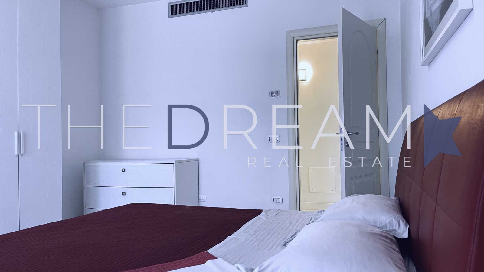 A few steps from the center of Forte dei Marmi, and 800 from the beach, this brand new and elegant villa with swimming pool is for sale. Property managed by The Dream RE, real estate agency in Forte dei Marmi