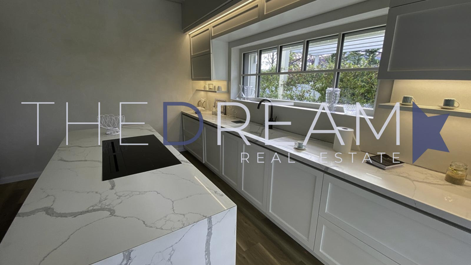 Equipped with all comforts and high quality finishes, newly built villa for rent in Forte dei Marmi, located a few steps from the sea near Roma Imperiale. Property managed by The Dream RE, Real Estate Agency in Forte dei Marmi